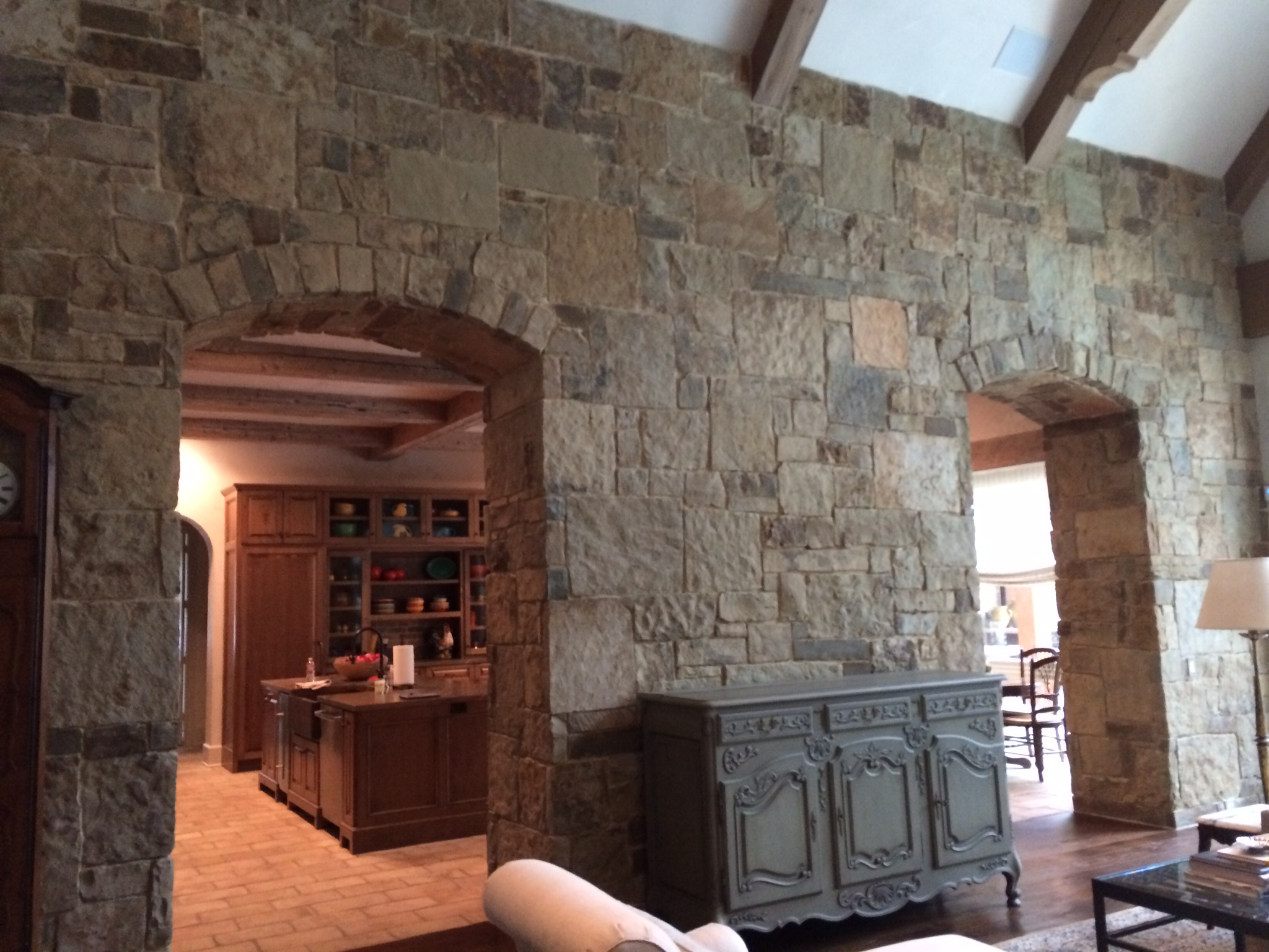 Natural stone interior wall south alabama brick company for Interior rock walls designs