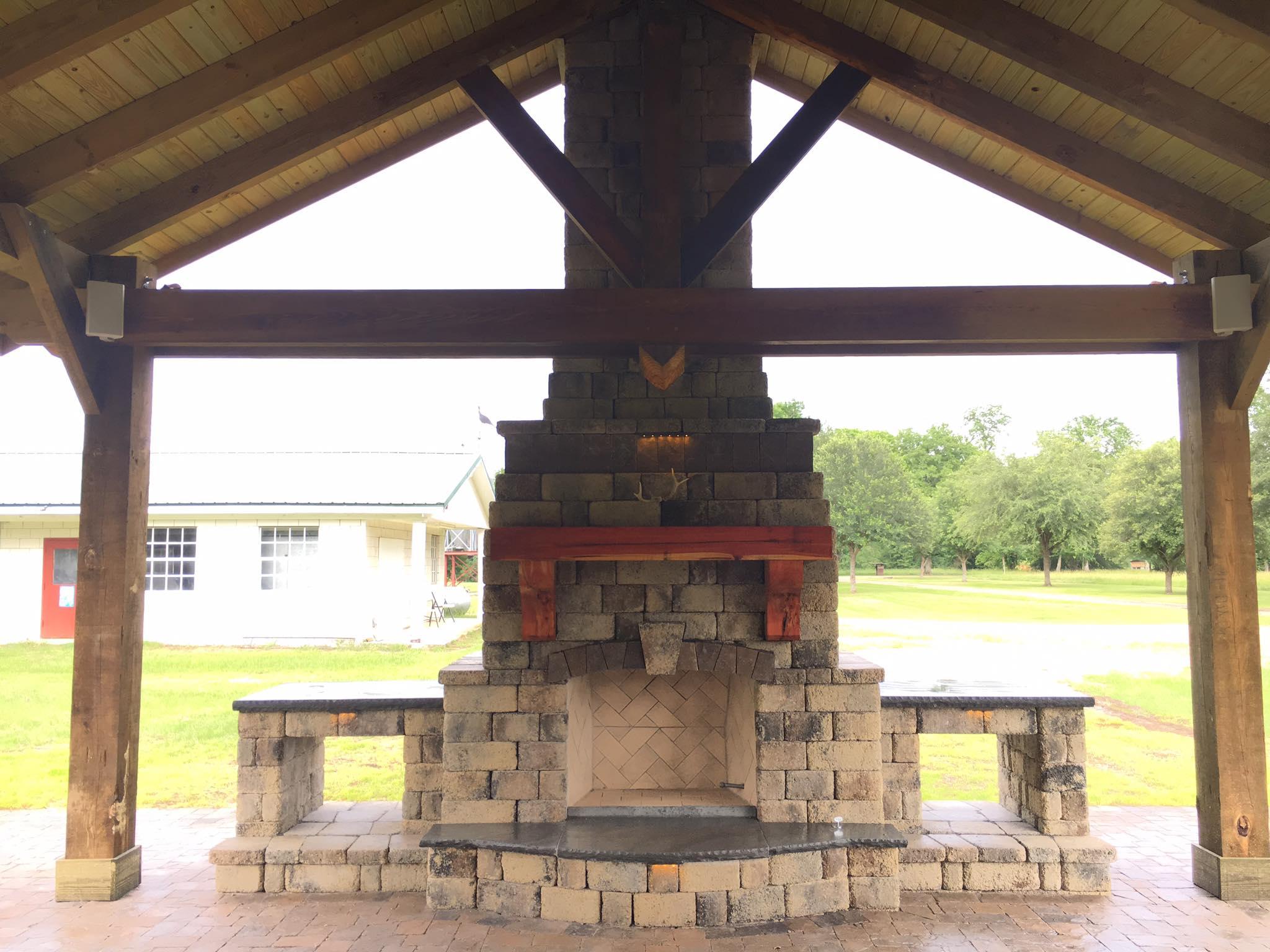 Tremron Stonegate Oak Run outdoor fireplace
