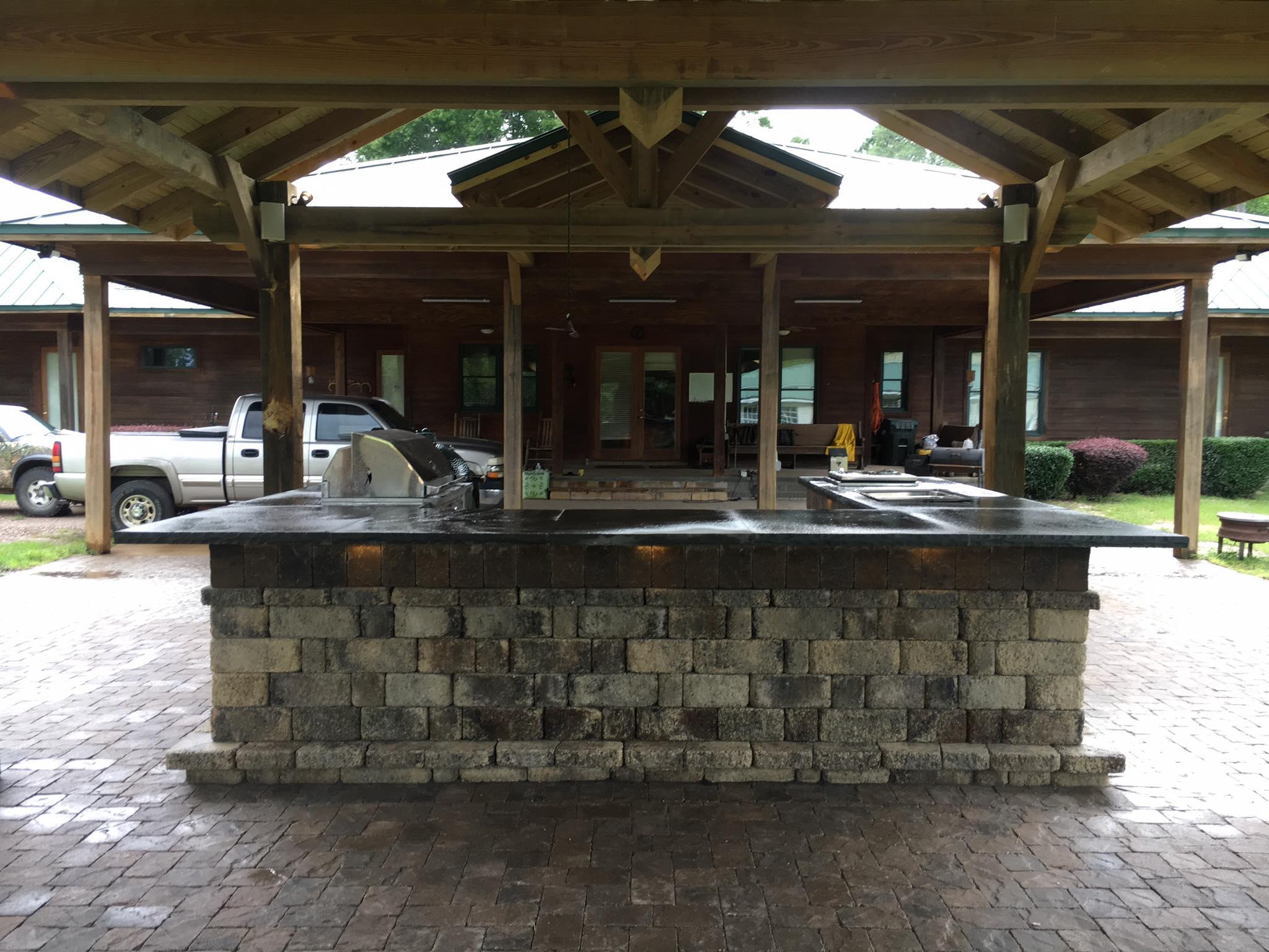 Tremron Stonegate Oak Run outdoor kitchen